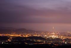 城市风景薄雾的晚上 库存图片