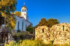 城市风景-东正教和古老废墟在索佐波尔镇  图库摄影