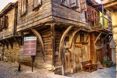 城市风景-巴尔干样式的老木房子,索佐波尔镇  免版税库存照片
