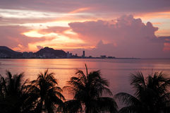 城市马来西亚槟榔岛日落视图 免版税库存图片