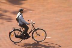 城市骑自行车者 免版税库存照片