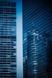 城市高层建筑物玻璃悬墙 图库摄影