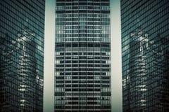 城市高层建筑物玻璃悬墙 库存图片