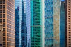 城市高层建筑物玻璃悬墙 免版税库存图片