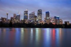 城市黄昏rbg反射 免版税库存图片