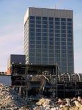 城市更新: 办公大楼和爆破 免版税库存照片