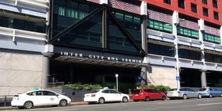城市间的公共汽车总站在天空城市奥克兰,新西兰 库存图片
