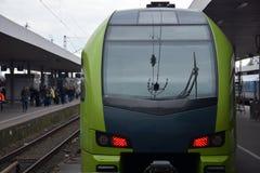 城市间的火车 免版税库存图片