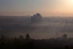 城市-顶视图,早晨雾 图库摄影