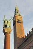 城市clocktower哥本哈根大厅 库存照片