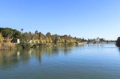 2012年城市guadalquivir重要7月地标,一旦照片河运行真塞维利亚西班牙仍然被采取的旅游的通过非常是哪些 免版税库存照片
