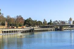 2012年城市guadalquivir重要7月地标,一旦照片河运行真塞维利亚西班牙仍然被采取的旅游的通过非常是哪些 库存照片