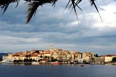 城市Korcula的海视图 免版税库存图片