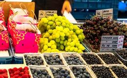 城市Orgenic果子和蔬菜批发市场 免版税库存照片
