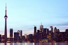 城市scape在多伦多,加拿大晚上  库存照片