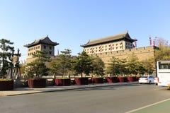 城市xian circumvallation的门塔在冬天 库存图片
