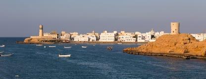 城楼和灯塔在苏尔,阿曼海湾  库存照片