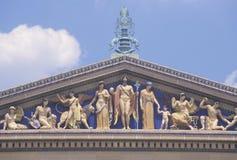 费城艺术馆与广场和喷泉在希腊复兴样式,费城, PA的 免版税库存图片