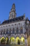 城镇厅和它的在花的钟楼在法国 免版税库存照片