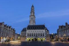 城镇厅和它的在花的钟楼在法国 库存图片