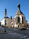 城镇厅和教会在Banska Stiavnica 免版税库存照片