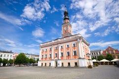 城镇厅和正方形在莱什诺,波兰 免版税图库摄影