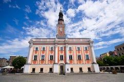 城镇厅和正方形在莱什诺,波兰 免版税库存照片