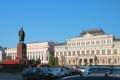 城镇厅和纪念碑对列宁,自由广场 喀山俄国 免版税库存图片