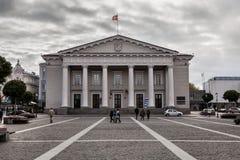 城镇厅在维尔纽斯是同一个名字的正方形的历史城镇厅在老镇维尔纽斯, 免版税库存图片