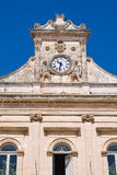 城镇厅大厦。 Ostuni。 普利亚。 意大利。 免版税图库摄影