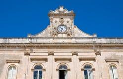 城镇厅大厦。 Ostuni。 普利亚。 免版税库存图片
