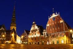 城镇厅广场在晚上,里加,拉脱维亚 库存照片