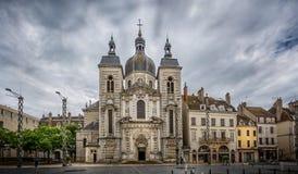城镇厅正方形的,沙隆sur赛隆,伯根地,法国圣皮埃尔巴洛克式的教会 免版税库存图片