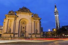 巴黎城镇厅的门和钟楼在里尔在法国 免版税库存图片