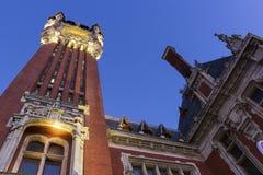 城镇厅(Hotel de Ville)在Place du Soldat Inconnu在加来 免版税库存照片
