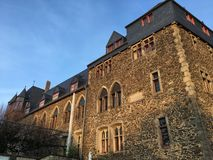 城镇城堡& x28;施洛斯Burg& x29;在城镇der美好的太阳光的武珀河索林根 库存图片