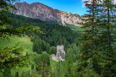 城镇Buchenstein城堡-白云岩的城镇Andraz,意大利废墟  免版税库存照片