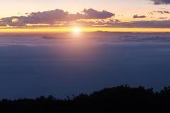 城镇Dao山风景与云彩的在Chiangmai, Thaila 免版税库存照片