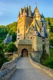 城镇Eltz城堡在莱茵河流域巴列丁奈特,德国 免版税库存照片