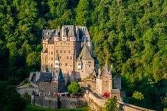 城镇Eltz城堡在莱茵河流域巴列丁奈特,德国 库存图片