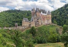 城镇Eltz,在莱茵河谷的美丽如画的中世纪城堡,德国 免版税库存图片