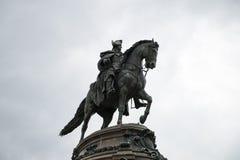 费城,美国- 2013年6月12日:乔治・华盛顿纪念碑在费城 雕象在1897年设计的由吕多尔夫 免版税库存照片