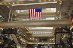 费城, 8月4日:历史建筑证券交易所从费城的购物中心内部在宾夕法尼亚 免版税库存照片