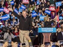 费城, PA - 2016年10月22日:希拉里・克林顿和蒂姆・凯恩为美国的总统和副总统竞选 免版税库存照片
