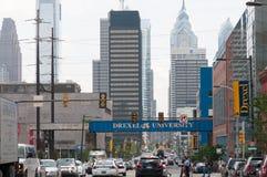 费城, PA - 6月13日:西部费城的大学城市部分的卓克索大学校园毕业的 免版税库存照片