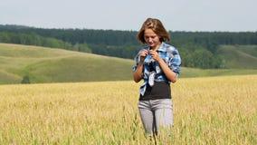 域麦子妇女年轻人 股票视频