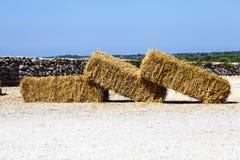 基于地面的三干草捆 库存照片