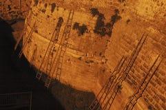 基于城堡的墙壁的木台阶 免版税库存图片