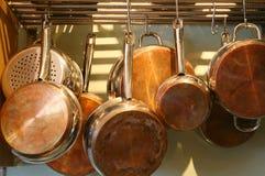 基于的铜平底锅罐 免版税库存图片
