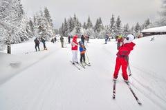 基于足迹交叉点的横穿全国的滑雪者 免版税库存图片